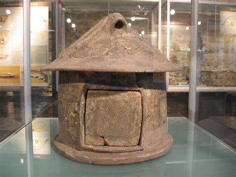 antichi vasi funebri l et 224 ferro e l insediamento villanoviano di monte s