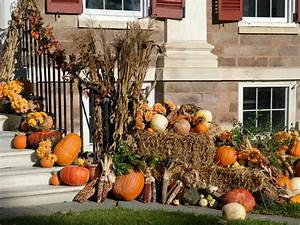 Fall decorating for the front yard diy landscaping for Front yard decorating ideas for fall