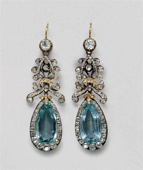Aquamarinefarbige Ohrringe Mit Brillanten Und
