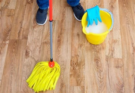 The Best Homemade Hardwood Floor Cleaner (and How to Use
