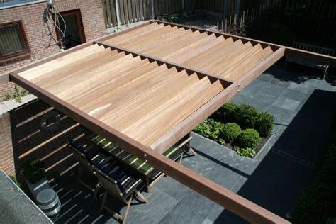 houten lamellen pergola plaatsen houten lamel overkapping in achtertuin werkspot