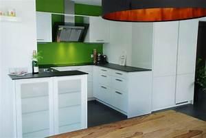 Küche Sideboard Mit Arbeitsplatte : k che in wei mit d nner steinplatte ~ Sanjose-hotels-ca.com Haus und Dekorationen