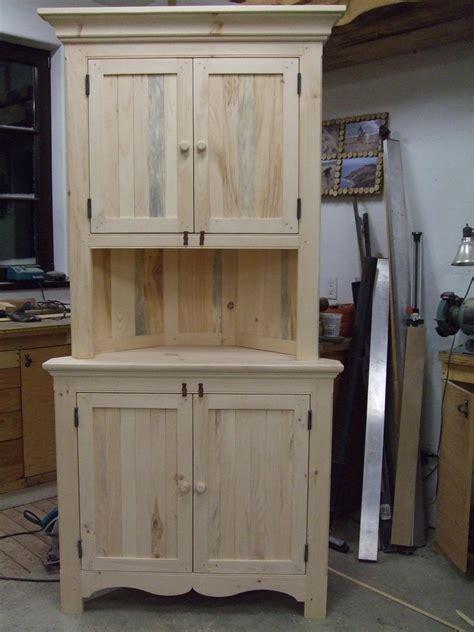 armoire en coin cuisine armoire en coin en pin peint au lait murmures ateliers