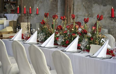 decoration de chaise pour noel la housse de chaise mariage décoration réception