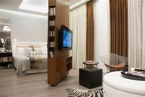 Raumteiler Fernseher Drehbar : raumteiler f r schlafzimmer 31 ideen zur abgrenzung ~ Sanjose-hotels-ca.com Haus und Dekorationen