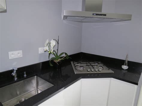 prix plan de travail granit noir cuisine blanc laque plan
