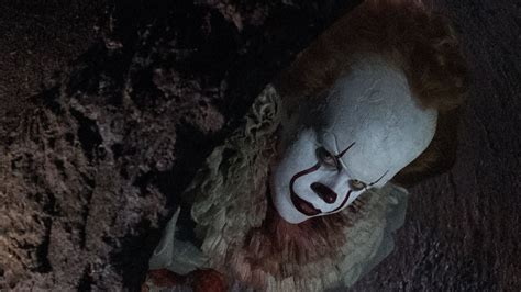 pennywise   terrifying closeup   production