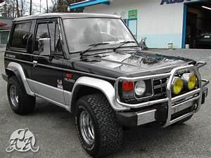 1990 Mitsubishi Pajero Photos  Informations  Articles
