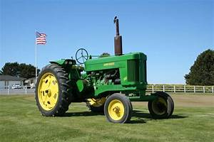Examining The Past  A 1959 John Deere 60 Tractor