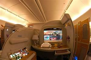 Emirates_Boeing_777-200LR_First_Class_Suite.jpg