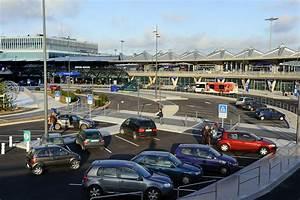 Aéroport De Lyon Parking : les parkings priv s de l 39 a roport de lyon sont en col re ~ Medecine-chirurgie-esthetiques.com Avis de Voitures