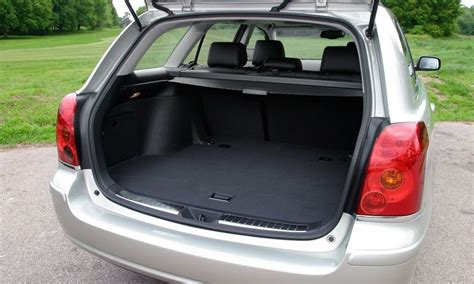 toyota avensis tourer   review parkers