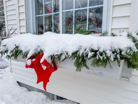 balkonkästen im winter balkonkasten im winter 187 so schm 252 cken sie ihn zur kalten jahreszeit