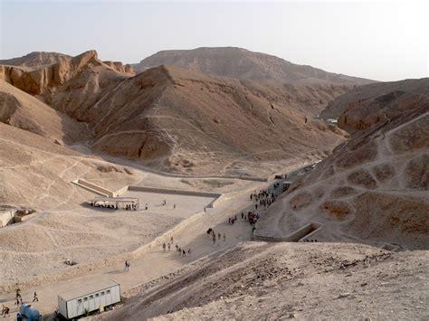 tutankhamuns tomb innermost coffin  death mask