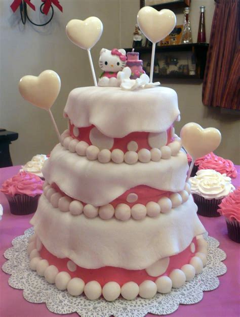 Every body have a soft corner for cats. 30 Cute Hello Kitty Cake Ideas and Designs - EchoMon