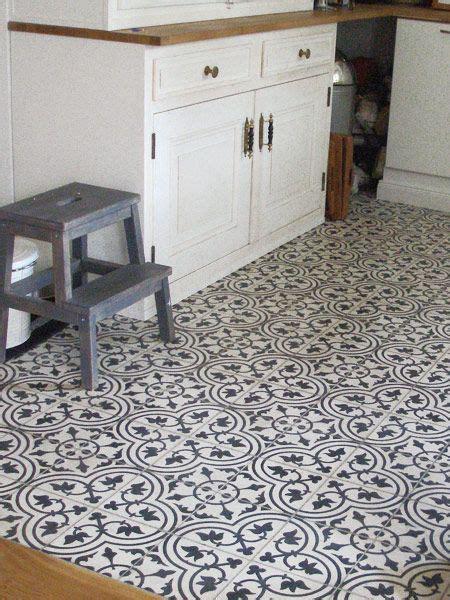 Fliesenaufkleber Fußboden by K 252 Che Mit Zementfliesen Fleur 32 Interior