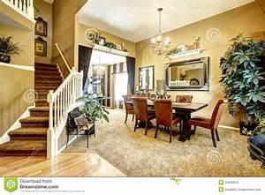 Salle A Manger De Luxe : salle manger dans la maison am ricaine de luxe photo stock image 44650524 ~ Melissatoandfro.com Idées de Décoration