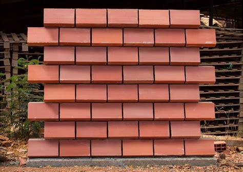 des briques moul 233 es pour r 233 volutionner la construction