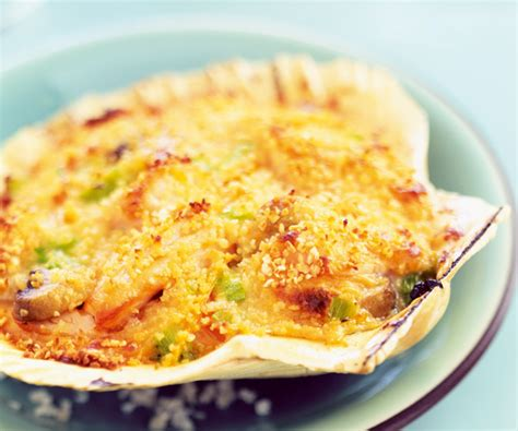 cuisiner coquilles jacques congelees astuces de cyril lignac coquilles jacques gratinées aux légumes