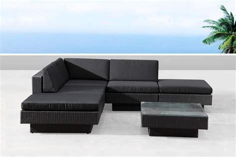 canape en resine tressee salon de jardin d 39 angle en résine tressée noir amorgos