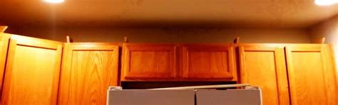 attaching crown moulding kitchen cabinets how to install crown molding to kitchen cabinets 7520