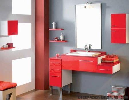 banos modernos en color rojo