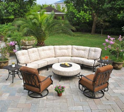 canapé hello salon de jardin comment choisir le matériau du mobilier