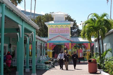 grand bahama islands  shopping shopping  nassau