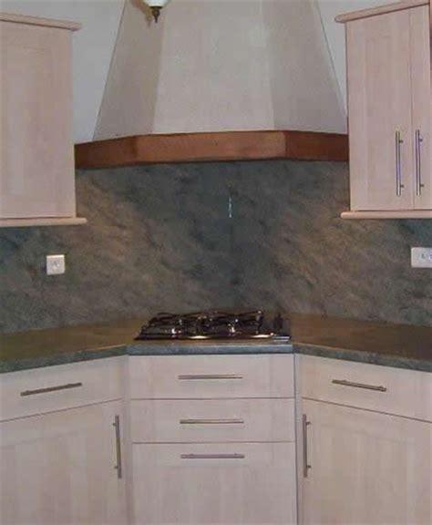 hotte d angle cuisine implantation évier en angle plaque cuisson en angle