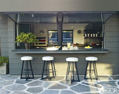 Bar Extérieur Moderne Pour Des Soirées D'été Rafraîchissantes