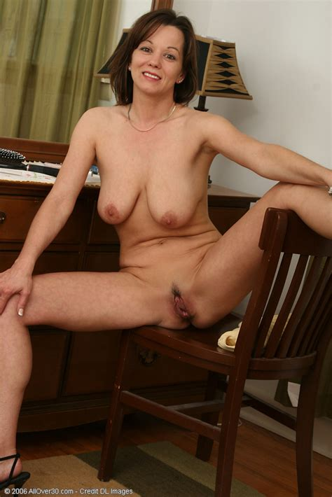 Absolutely gorgeous Canadian MILF spreading her beaver - Pichunter
