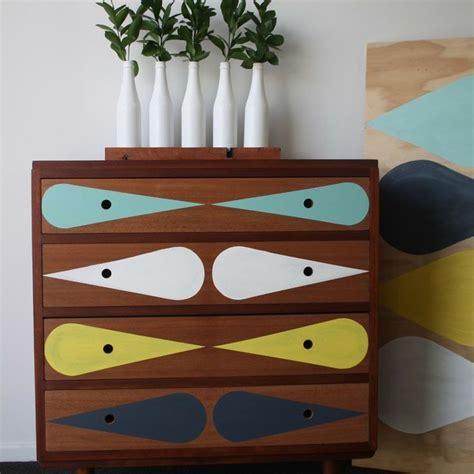 comment repeindre un bureau en bois diy 10 idées pour customiser un meuble en bois