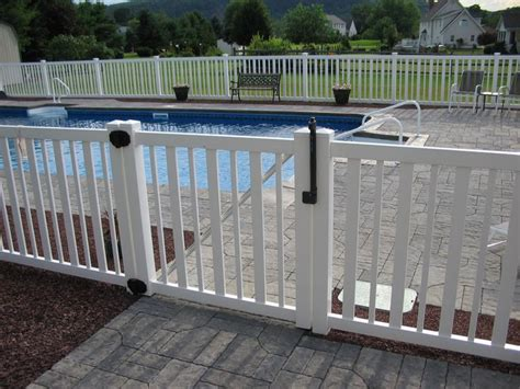 25+ Best Ideas About Pool Fence On Pinterest