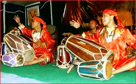 Alat musik ini merupakan alat musik perpaduan antara gamelan, musik barat dengan nada dasar pentasionis bercorak tionghoa. 5 Alat Musik Tradisional Jawa Barat Lengkap, Gambar dan Penjelasannya - Seni Budayaku