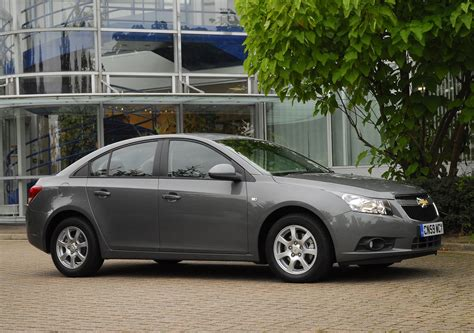 Chevrolet Cruze 2009 by Used Chevrolet Cruze Saloon 2009 2011 Review Parkers