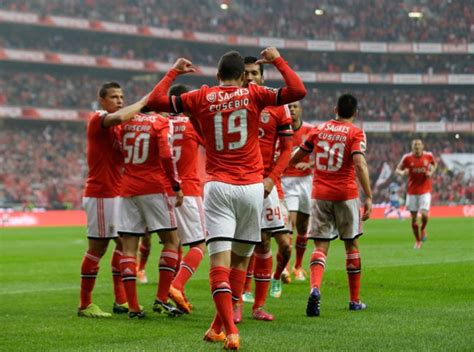 Snapshot: All Benfica Players Wore Eusebio's Name On Their ...