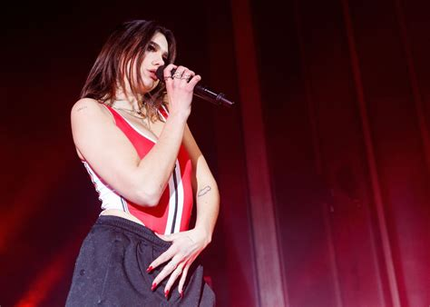 "Fans support Dua Lipa after dancing meme reveal -""Messed ..."