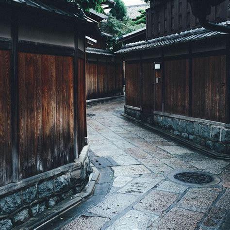japanese street photographer captures  beauty