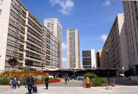 dans le quartier chinois photo de 13ème arrondissement ensemble olympiades toits forme pagode photo de 13ème