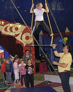 Kinder Spielen Zirkus : zirkuszelt statt klassenzimmer weisweil badische zeitung ~ Lizthompson.info Haus und Dekorationen
