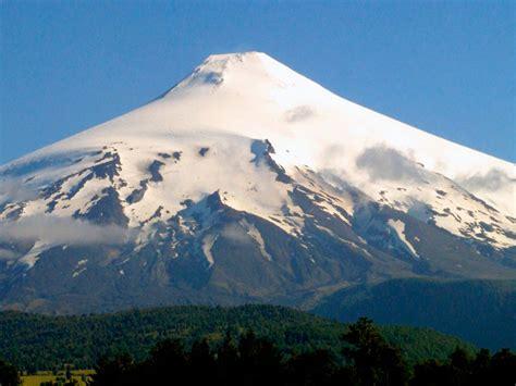 chiles volcanoes  summits   andes range huella