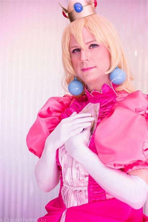 Beautiful Princess Peach crossplay! #cosplay #Nintendo ...