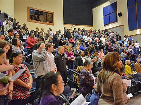 audience fills    rice theaters  seats