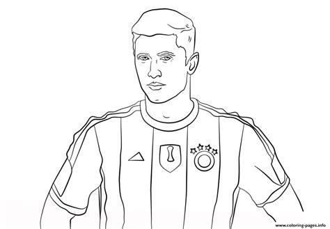 robert lewandowski soccer coloring pages printable