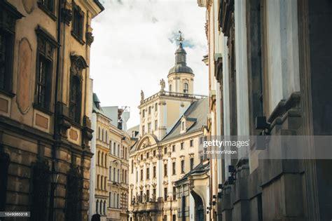 ヴロツワフポーランドの大学の建物 ストックフォト - Getty Images