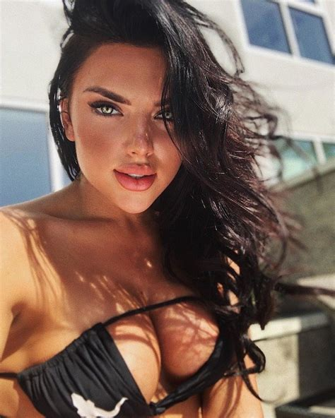 30 Hot And Sexy Cleavage Girls Barnorama