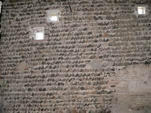 terre crue et chantiers participatifs With mur de galet exterieur