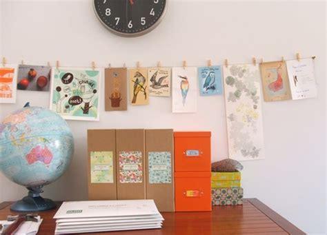 chaise de bureau orange accrocher photos cadres posters ou de l 39 à vos murs