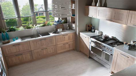 cuisine inox et bois tendance métal dans la cuisine