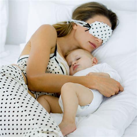 comment habituer bebe a dormir dans lit dormir avec b 233 b 233 pour ou contre le cododo ou cosleeping maman plurielles fr